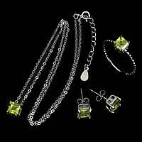 Ювелирный комплект натуральный Хризолит серебро в позолоте кольцо 19,5, серьги, подвеска