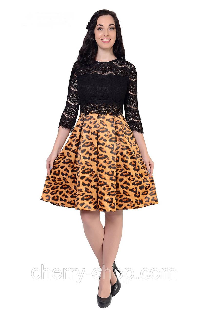 Изящное платье из гипюра и яркого леопардового принта