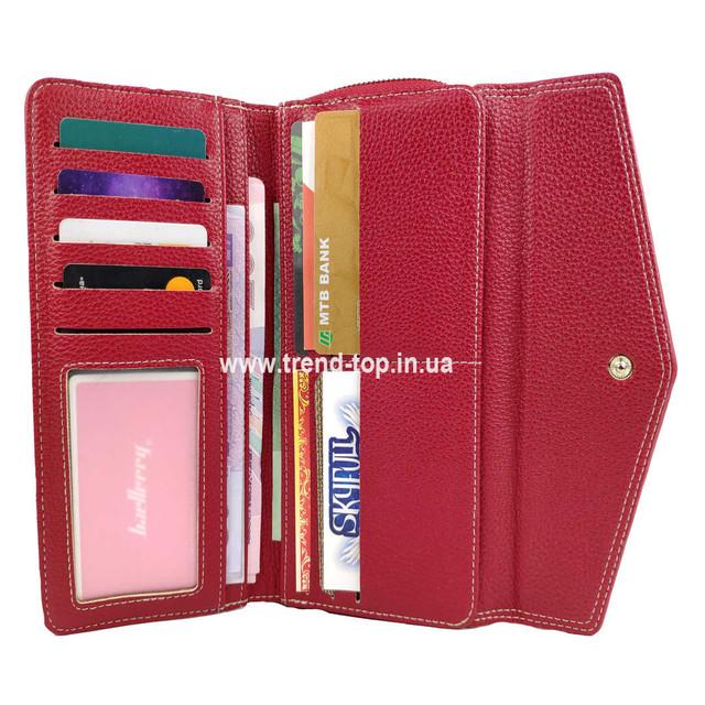 Женский красный кошелёк в раскрытом виде