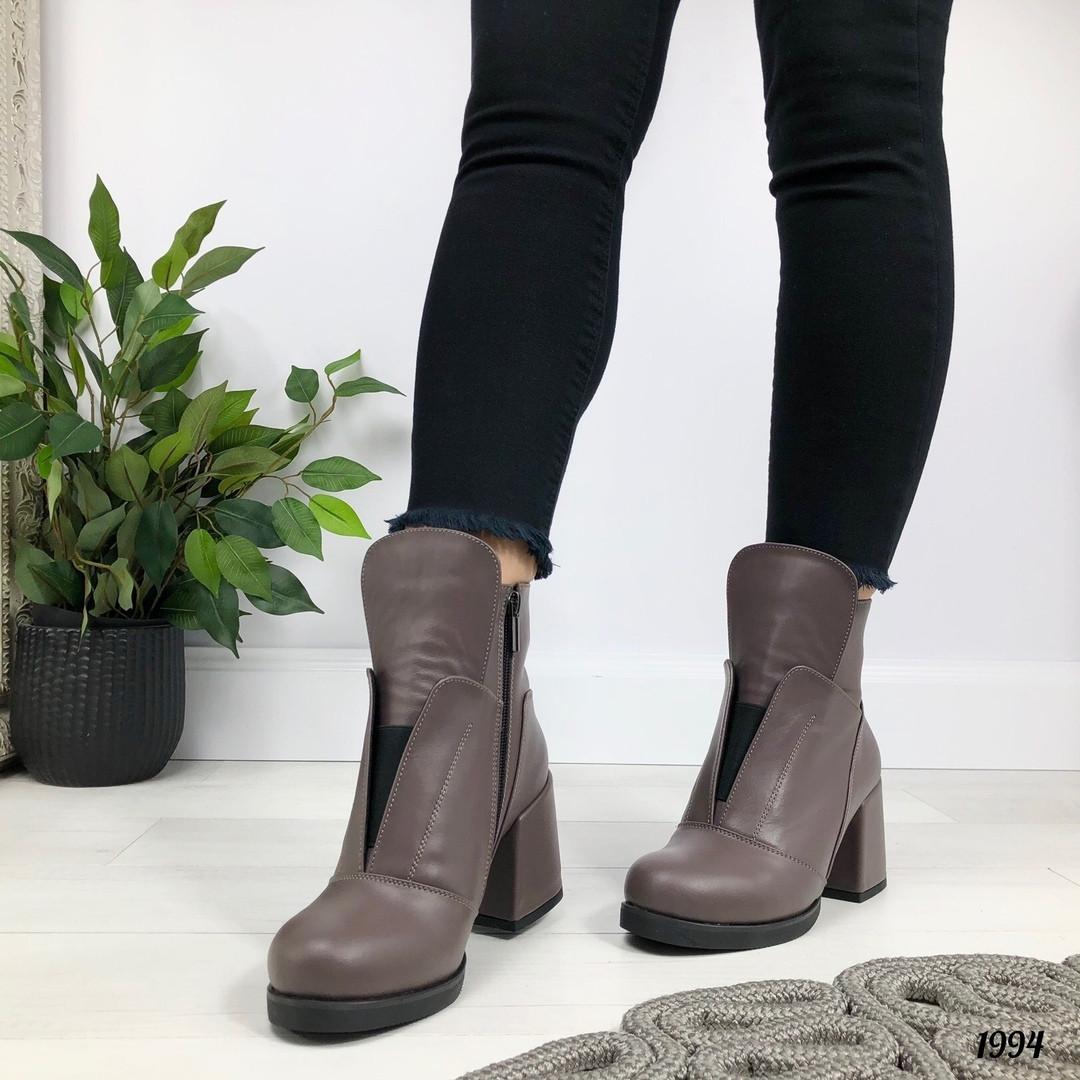 Модные коричневые ботинки