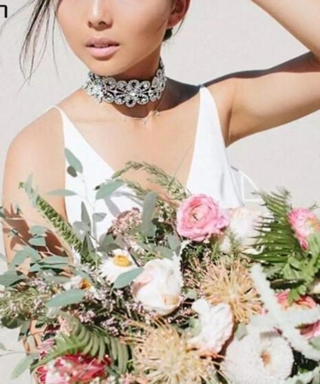 Ожерелье-чокер Камни с цветами. Колье с камнями