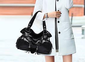 Шикарная вместительная сумка-хобо с брелками