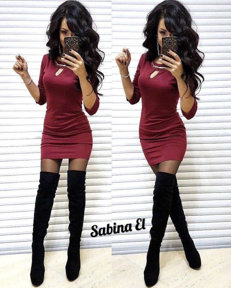 Стильное женское платье с декором,цветом марсалы