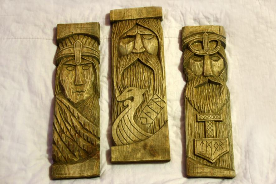 Панно зі скандинавскимибогами: Одін, Фрея іТор