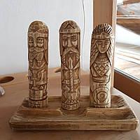 Алтарзістатуетками з дерева скандинавських богів: ОДІН,ТОР іФРЕЯ, 18 см висота