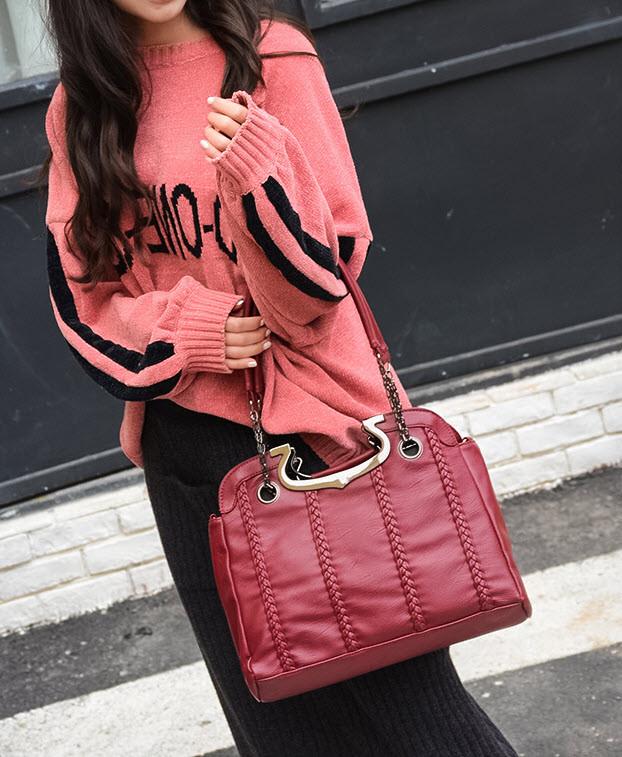 Чудова жіноча сумка з металевими ручками