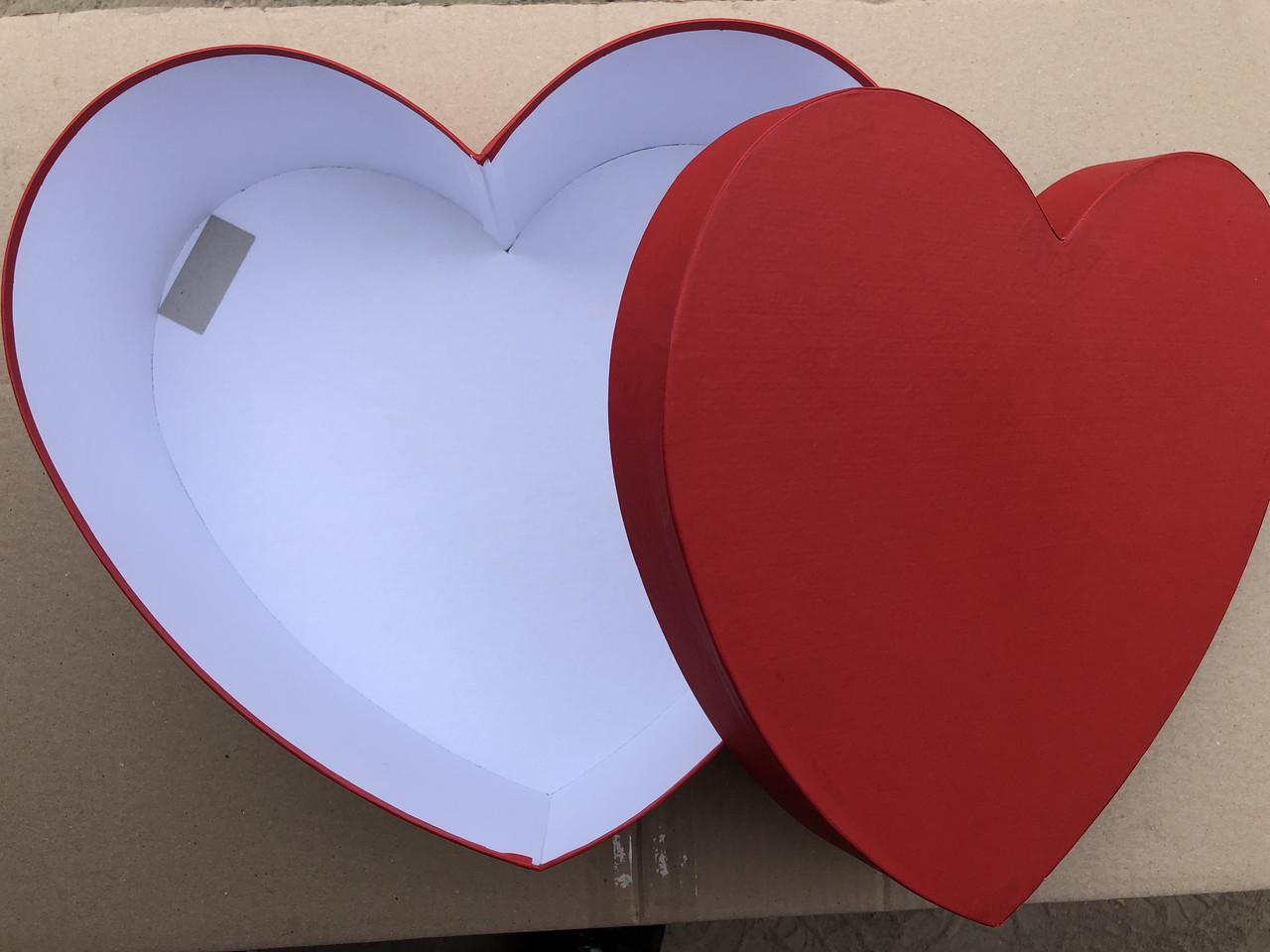 Подарочная картонная коробка Сердце 250*200*100 мм Красный