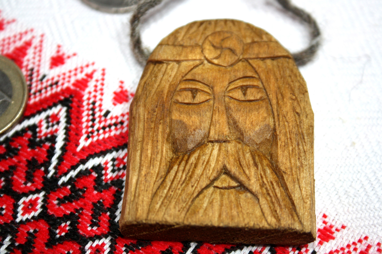 Амулет з дерева слов'янського бога Род