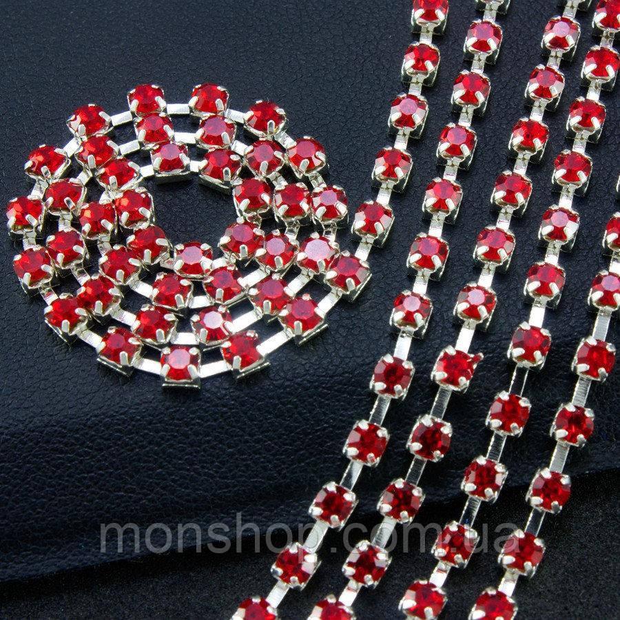 Стразовая цепь 50 см Цвет оправы - серебро, цвет камней - красный