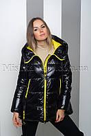 Стильная куртка из глянцевой ткани чёрного цвета с жёлтой подкладкой Tongcoi 2006, фото 1