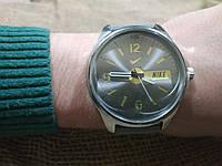 Наручные часы Найк желтый