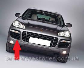 Решётка в передний бампер правая Porsche Cayenne Turbo 2008-10 новая оригинал