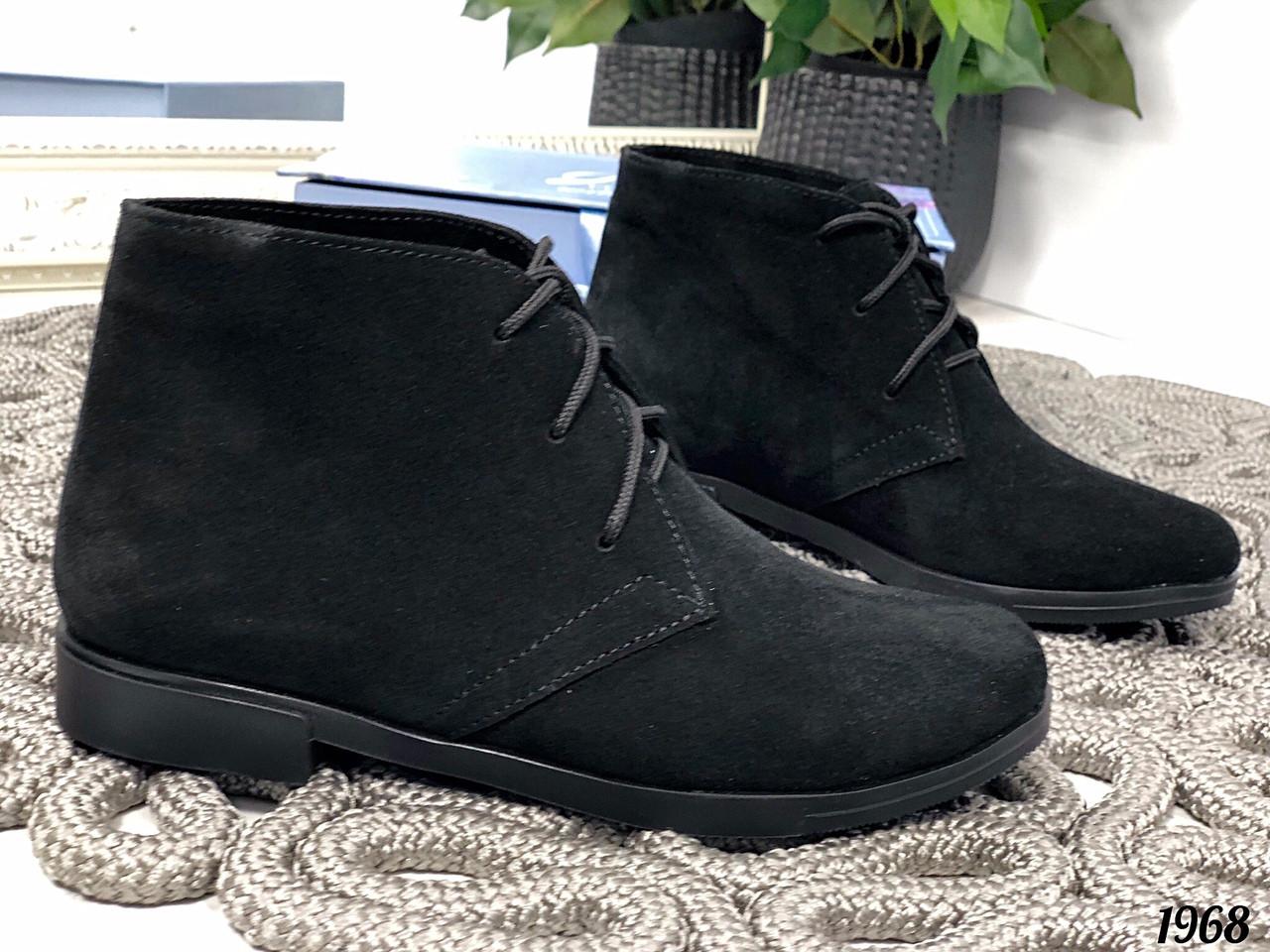 Замшевые ботинки без каблука