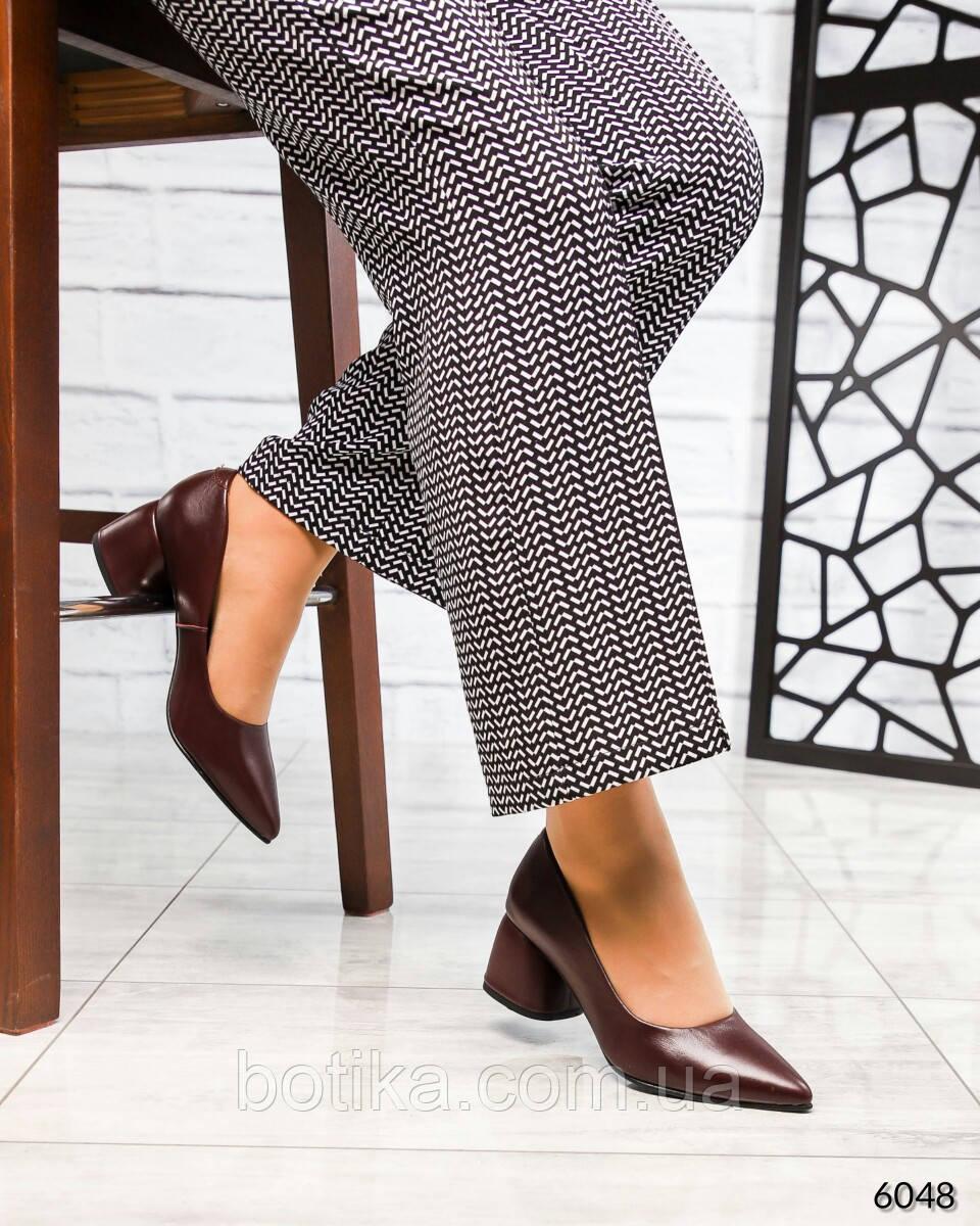 Элегантные кожаные туфли на каблуке марсалового цвета