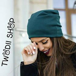Женская шапка изумрудного цвета