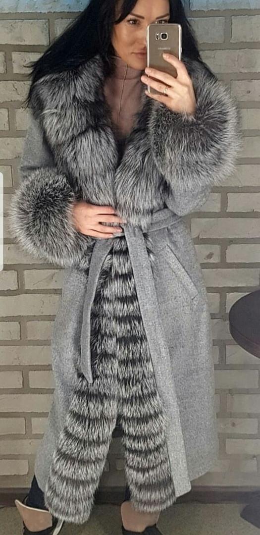 Пальто натуральное с мехом чернобурки