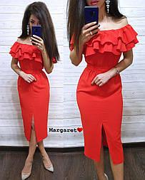 Приталенное платье с открытыми плечами и двойным воланом vN4702