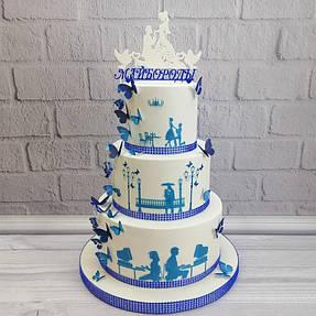 Пример как можно оформить свадебный тортик и дополнит всю его красоту фамильный топпер :)