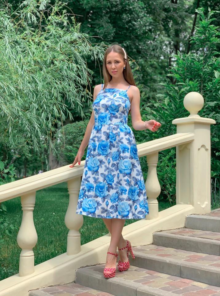 Летнее платье в цветочный принт с пышной юбкой миди vN4792