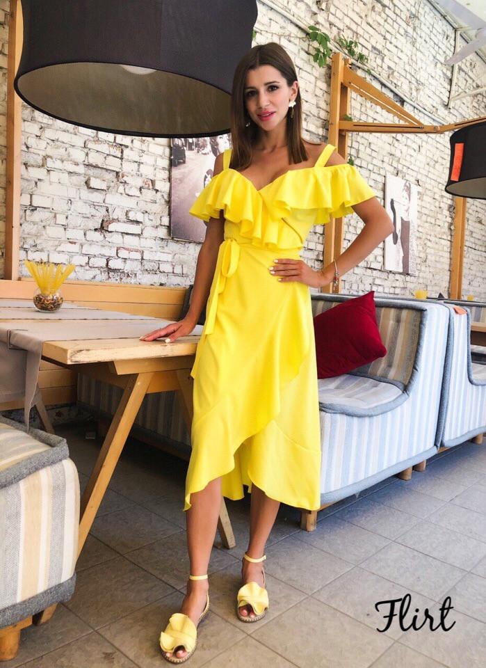 Летнее платье на запах с рюшами и ассиметрией на юбке vN5043