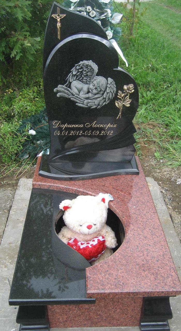 Памятник из красного и черного гранита, детский