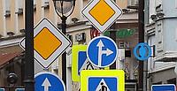Установка дорожных, информационных и рекламных знаков