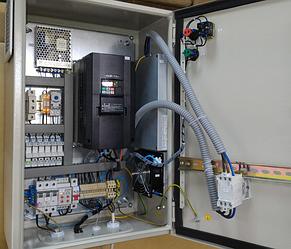 Система управления механизмом поворота театральной сцены на базе преобразователя частоты Hitachi. 3