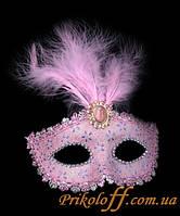 Карнавальная маска с пером и узором, розовая