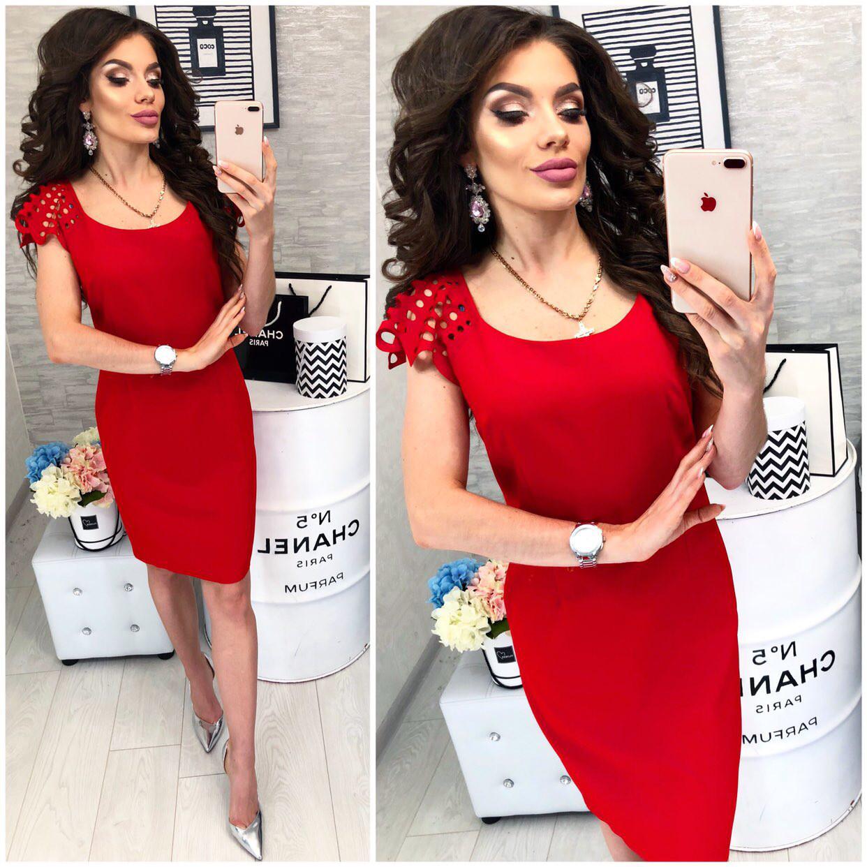 Платье с выбитым рисунком на коротком рукаве , модель 106, цвет Красный