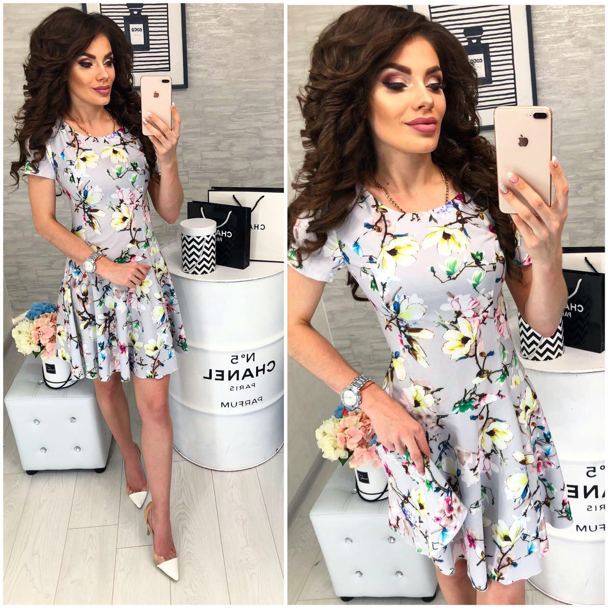 Платье короткое ,летнее, модель 103,  принт разноцветные цветы на светло-сером фоне