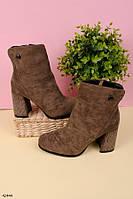 Женские осенние ботильоны коричневые на каблуке 9 см со стразами эко-замша, фото 1