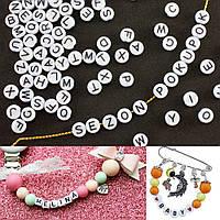 (20 грамм) Пластиковые бусины плоские с буквами-АЛФАВИТКА 7х3мм (прим. 150 шт) Цвет белый