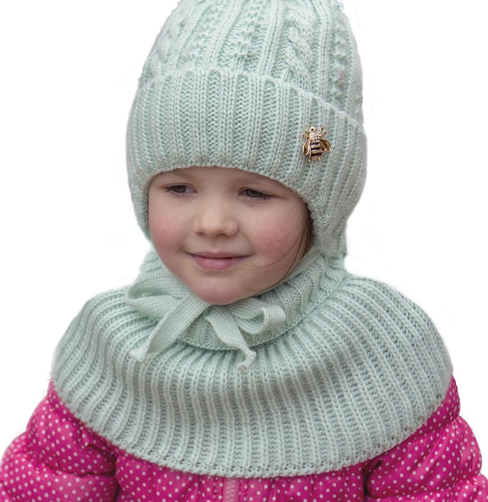 Вязаная детская шапка для девочки с двумя помпонами