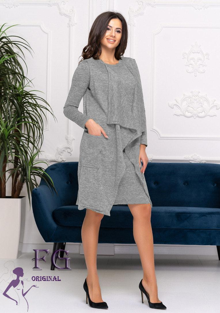 Приталенное женское платье из ангоры с накидкой