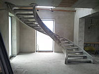 Лестница тетивная прозрачная для частного дома