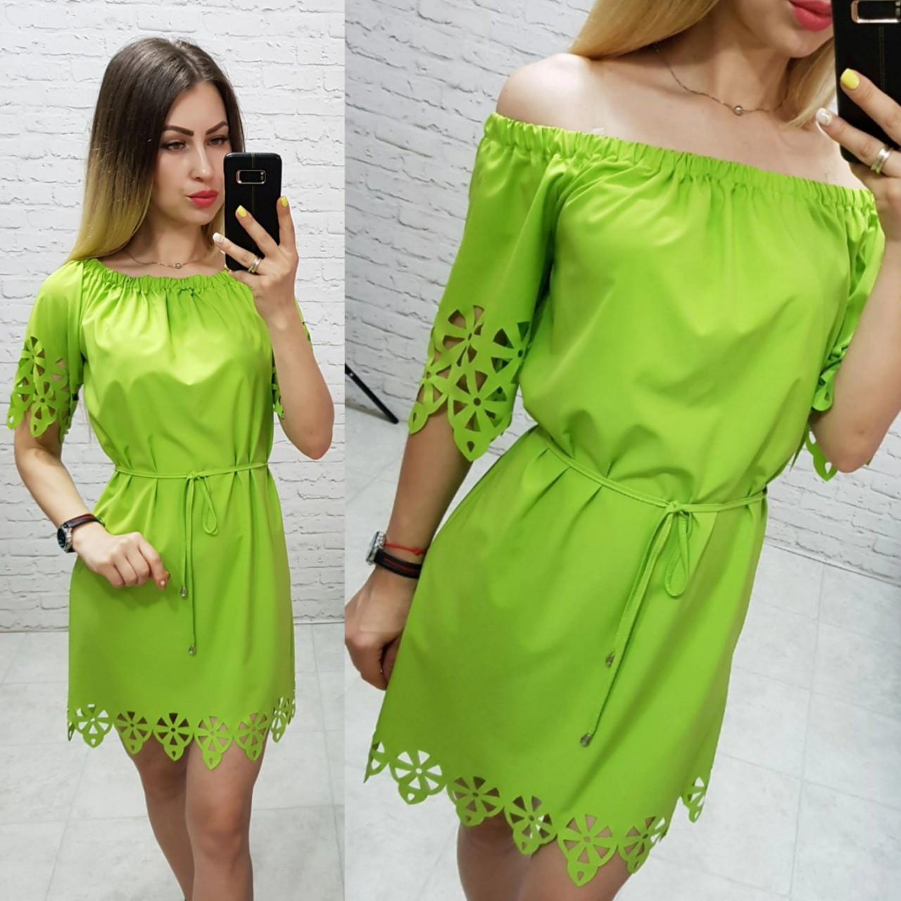 Платье летнее свободное выбитый рисунок цвет яблока / яркий зеленый