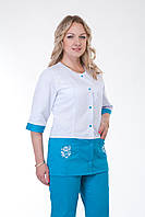Удобный женский медицинский костюм с карманами  бело-синий