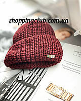 Женская шапка теплая с отворотом бордо