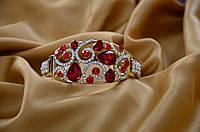Шикарный браслет с красными камнями.