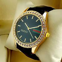 Женские кварцевые наручные часы Gucci T73 (Гучи) на черном кожаном ремешке, черный циферблат, золото