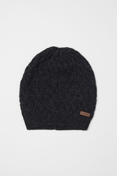 Демисезонная темно-серая вязанная шапочка для девочки