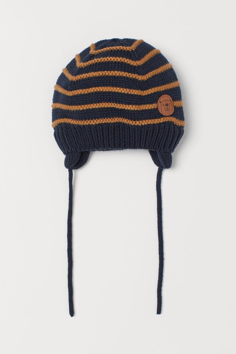 Детская демисезонная шапочка на завязках для мальчика
