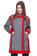 Оригинальное женское пальто прямого кроя с красной вставкой