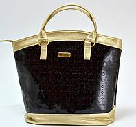 Женская сумка-тоут, черная с золотистыми вставками.