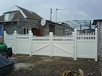 Ворота ПВХ  со штакетом сверху