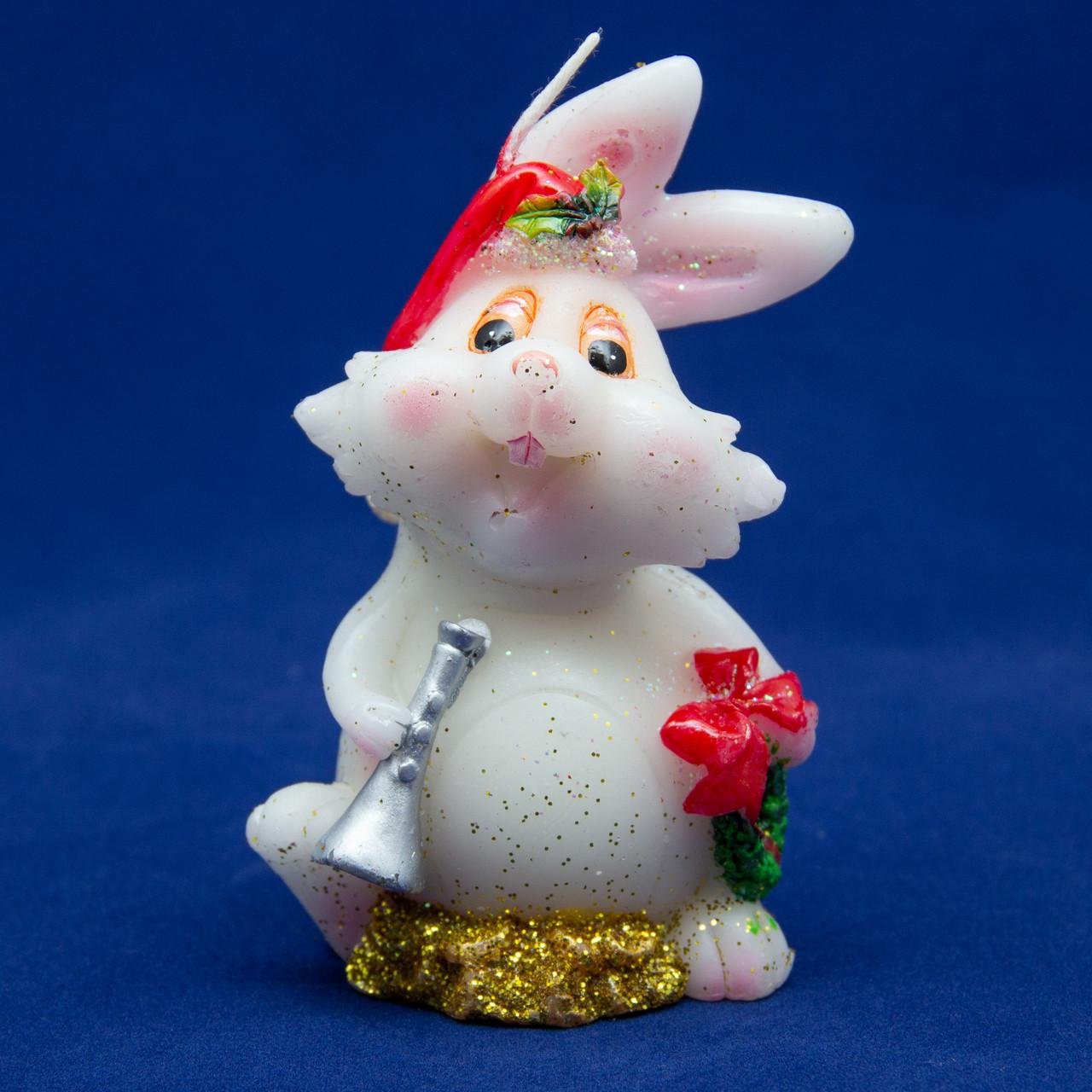 Свечка - Кролик с дудкой, 7,6 см, белый с красным, воск (440177-1)