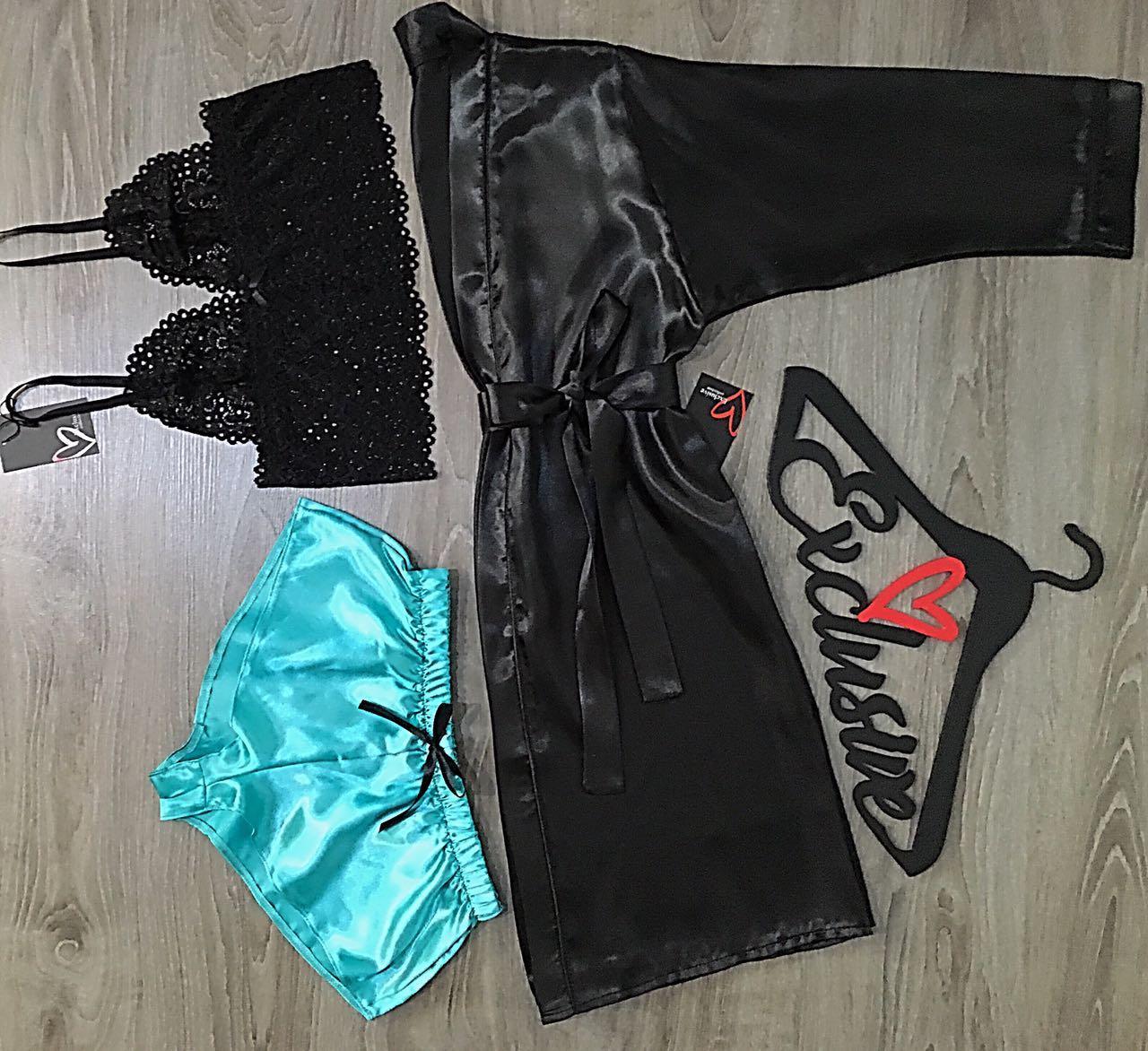Атласный комплект халат+кружевной бюстгальтер+шорты.