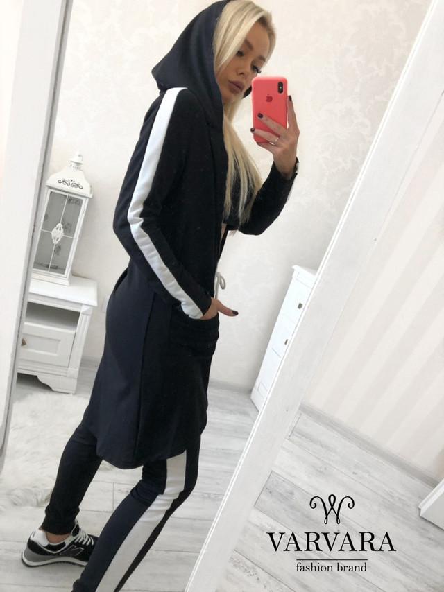Стильный женский костюм с лампасами