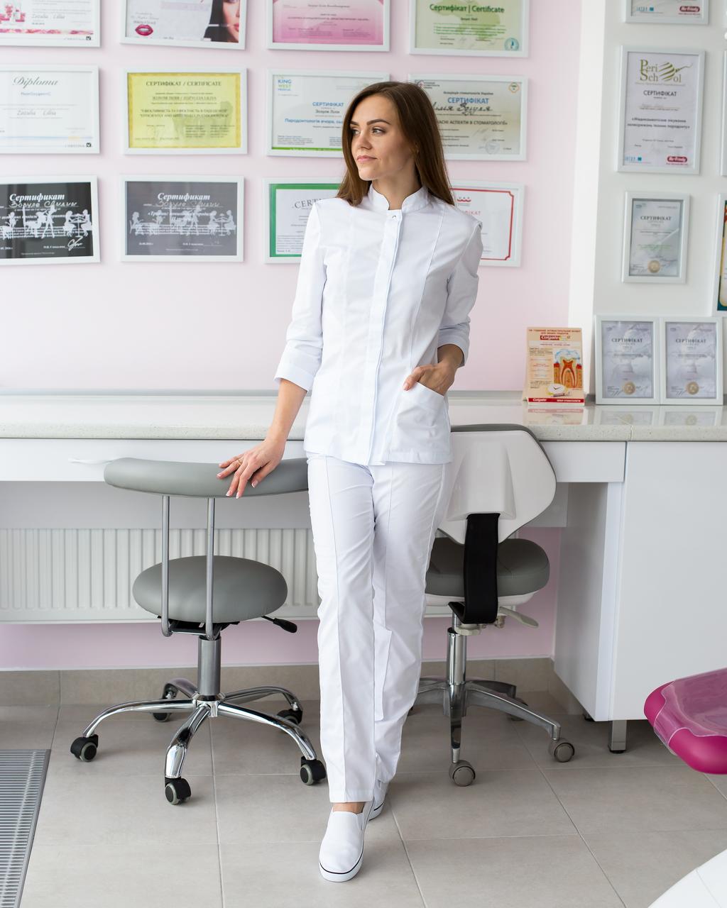 Медичний жіночий костюм Сакура білий