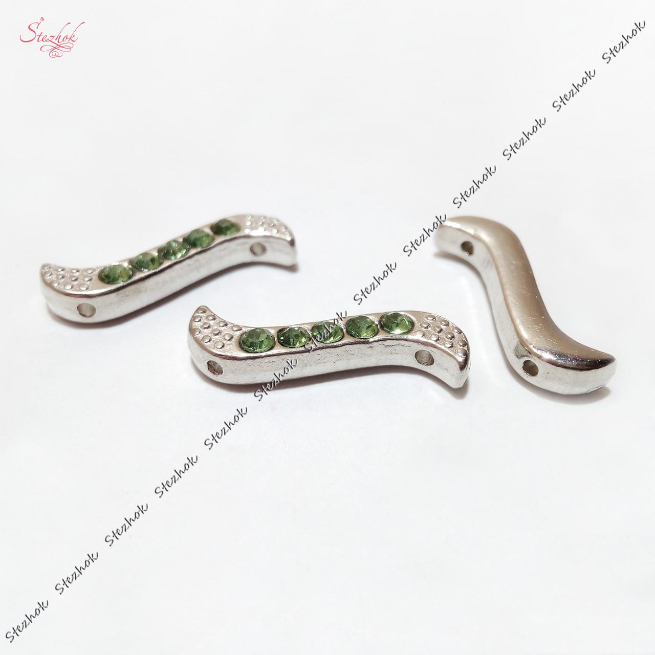Металлический разделитель зиг-заг на два отверстия 20х6 мм платина для рукоделия цвет страз зеленый